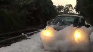 """""""Con đường tuyết trắng"""" sau mưa ở HN: Nguyên nhân bất ngờ"""