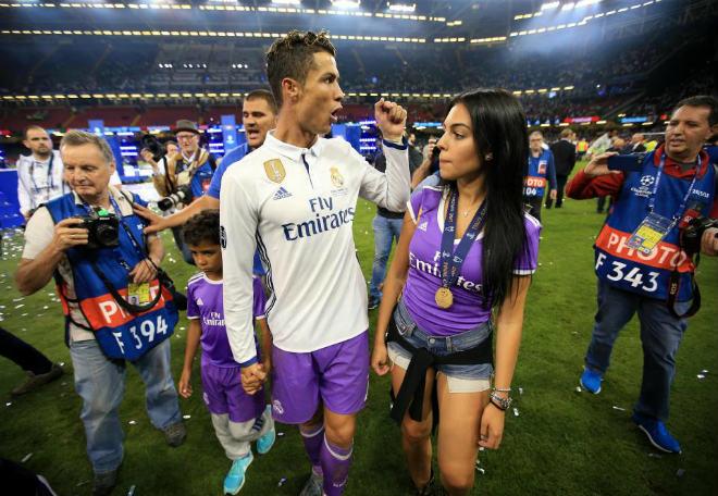 Mỹ nữ mang bầu, Ronaldo sắp có 4 con, háo hức dự Confederations Cup - 1