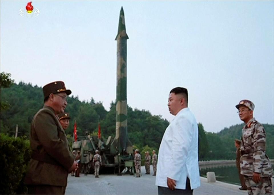 """Chuyên gia: Tên lửa Triều Tiên chỉ cách Mỹ """"một bước chân"""" - 2"""