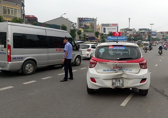 """""""Xe điên"""" làm loạn trên phố Hà Nội, nhiều người trọng thương - 2"""