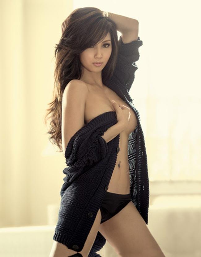 Roxanne Barcelo là một người mẫu, nữ diễn viên nổi tiếng xứ Philippines.