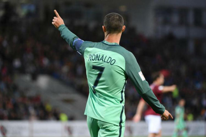 Ronaldo 4 lần trốn thuế, sắp lĩnh án tù 7 năm: Rộ tin tháo chạy về MU - 2