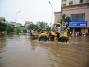 """Tin tức trong ngày - Những """"điểm đen"""" ở Hà Nội vào mùa mưa: Nhắc đến là sợ"""