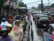 Tin tức trong ngày - Đây là nguyên nhân khiến Hà Nội mưa to, sấm sét xé trời sáng nay