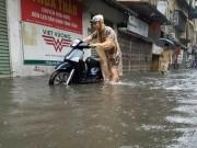"""Tin tức trong ngày - Ngày mai, người Hà Nội có thể vẫn phải """"bơi"""" đi làm"""