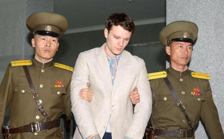 Triều Tiên bất ngờ thả công dân Mỹ bị tù khổ sai 15 năm - 1