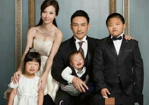 Lấy vợ xinh nhưng chồng nhất quyết đòi ly hôn sau khi sinh con - 1