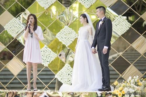 Đi dự đám cưới, Triệu Vy xinh hết phần cô dâu - 1