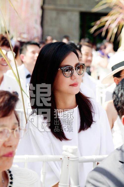 Đi dự đám cưới, Triệu Vy xinh hết phần cô dâu - 5