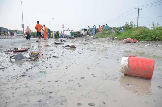"""2 người tử vong tại dốc cầu """"chết chóc"""" ở Sài Gòn - 3"""