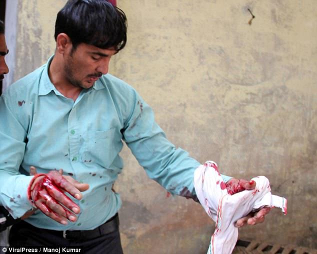 Ấn Độ: Đụng độ đám đông 1.500 người, báo đốm chết thảm - 5