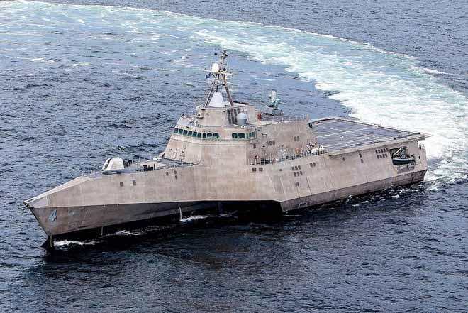 """Uy lực chiến hạm """"quái vật"""" 3 thân của Mỹ đến Việt Nam - 1"""