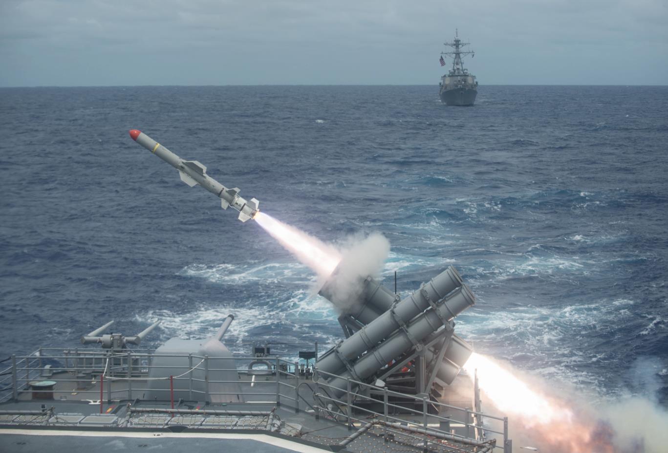 """Uy lực chiến hạm """"quái vật"""" 3 thân của Mỹ đến Việt Nam - 3"""