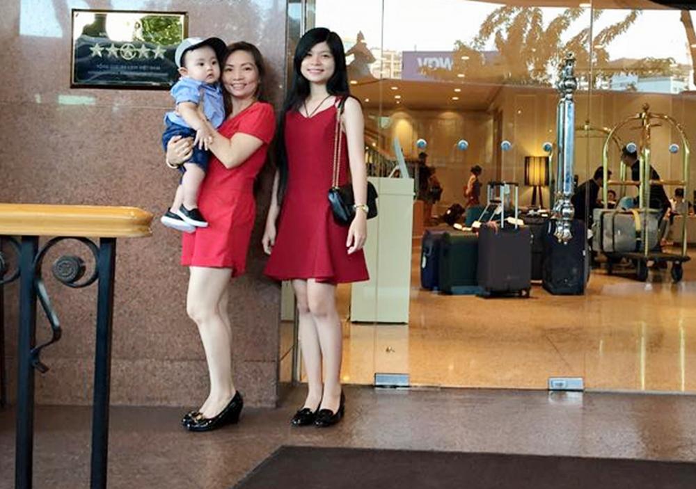 """Khánh Thi bị """"soi"""" khi đứng cạnh bố mẹ chồng trẻ đẹp giàu có - 8"""