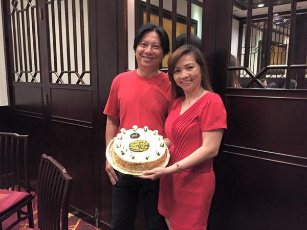 """Khánh Thi bị """"soi"""" khi đứng cạnh bố mẹ chồng trẻ đẹp giàu có - 9"""