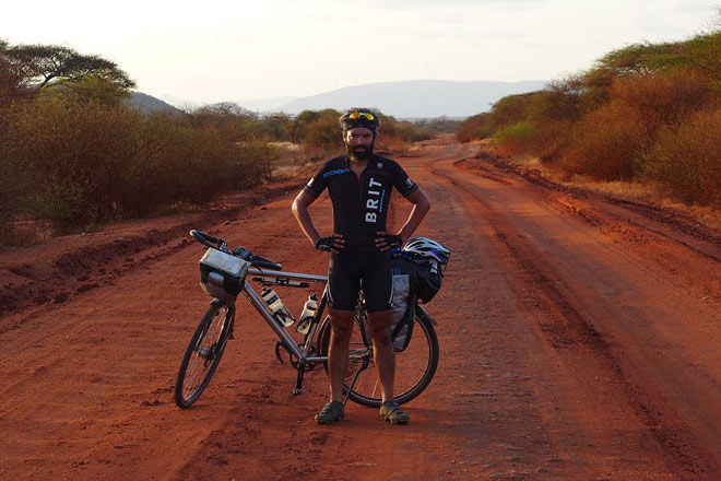 Tay đua vĩ đại: Hạ cướp, xuyên bom đạn vượt 18.000km bằng... xe đạp - 1
