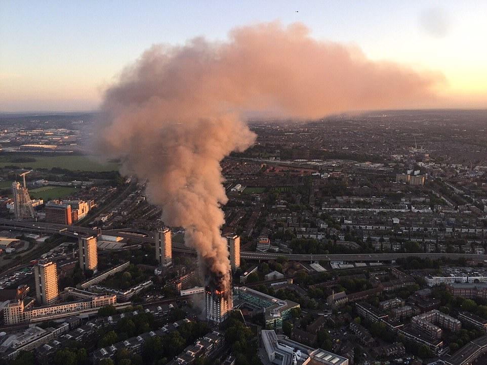 Vụ cháy kinh hoàng ở Anh được cảnh báo từ 4 năm trước - 2