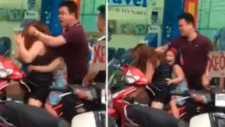 Clip: Cô bé khóc thét vì mẹ bị người đàn ông đánh dã man giữa đường