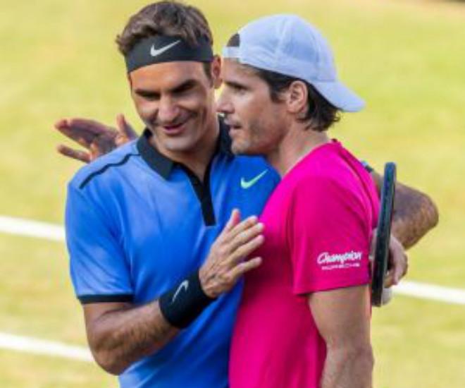 Federer thua sốc bạn thân: 18 năm mới đánh tệ như vậy - 1