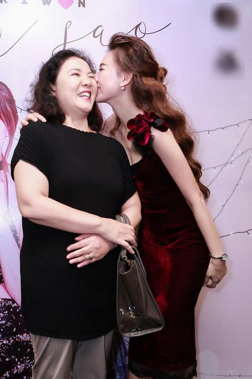 """Mẹ vợ xinh đẹp lại chiều chuộng hết mực khiến Trấn Thành muốn """"ở rể"""" - 8"""