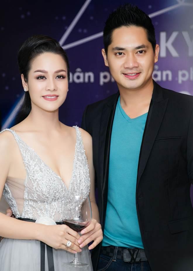 """Nhật Kim Anh khoe dáng nuột nà với váy """"trống trước hở sau"""" - 7"""