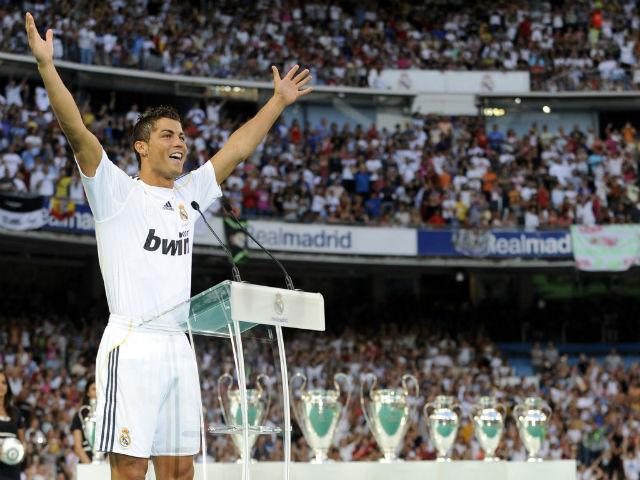 12 năm thâu tóm MU: Nhà Glazer bị nguyền rủa vì bán Ronaldo