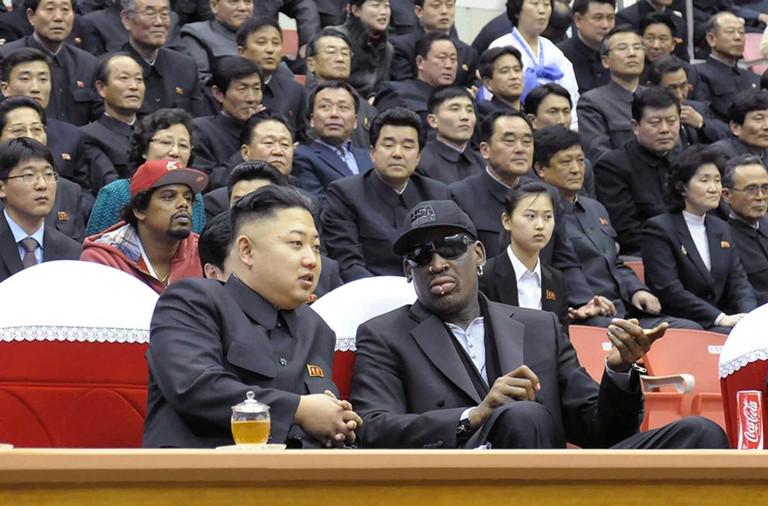 Bạn Mỹ tặng Kim Jong-un sách về đàm phán của ông Trump - 2