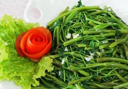Thực hư chuyện ăn rau muống 'tái' bị xơ gan - 1