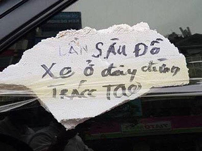 """Tin mới vụ ô tô bị dán dòng chữ """"Lần sau đỗ xe ở đây đừng trách tao"""" - 2"""