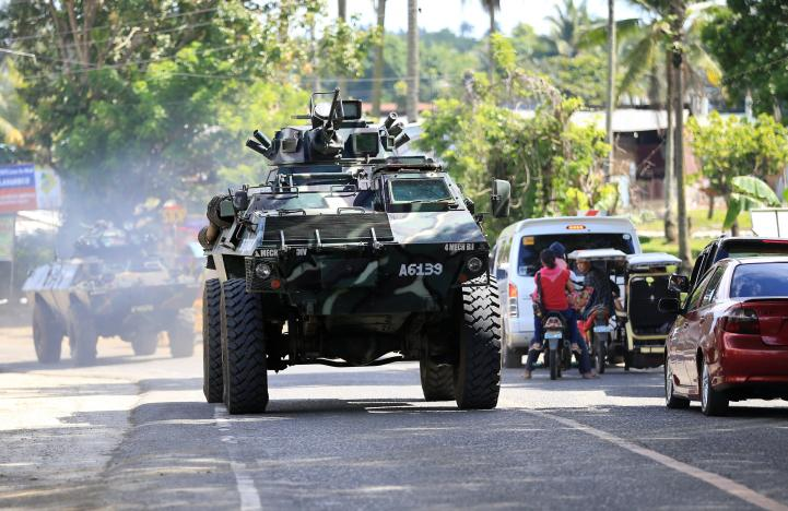 IS dùng súng chống tăng, bom xăng đánh quân Philippines - 2
