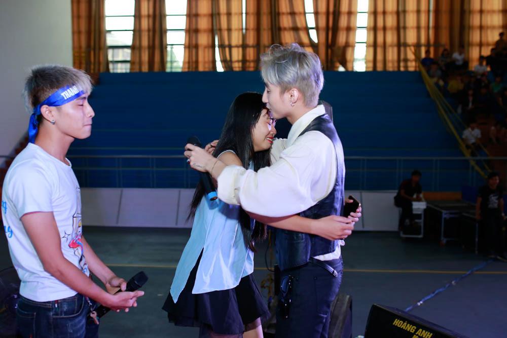 Trường Giang phải nhìn phong thái của Sơn Tùng nếu không muốn bạn gái ghen - 9