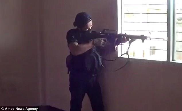 Phóng viên bị xạ thủ IS ở Philippines bắn đạn găm trúng cổ - 3