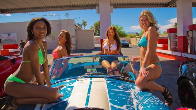 All American bikini car wash  ra mắt năm 2015 kể về một nhóm các cô gái chân dài được thuê tới để làm việc tại một gara xe ô tô.