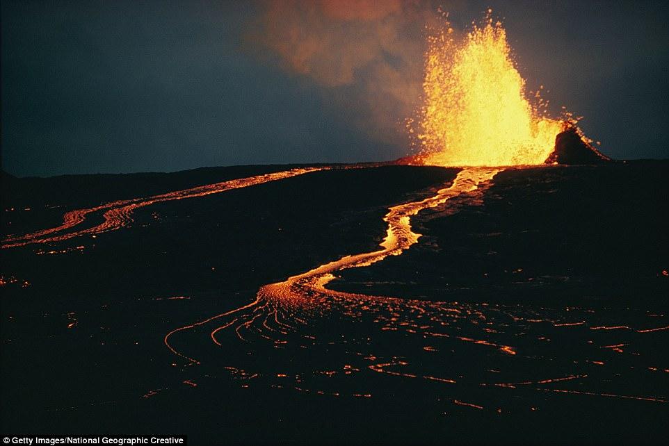 Ai đủ dũng cảm để ngủ lại ngôi nhà dưới chân núi lửa này? - 3