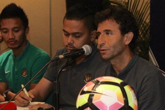 Tuyển Zola, Maldini, Beckham... lấy vàng SEA Games - 3