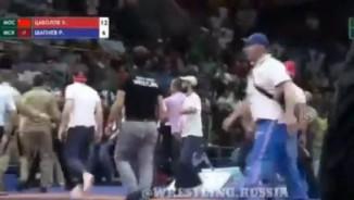 Vô luật: Vật không lại, đấm đối thủ như MMA