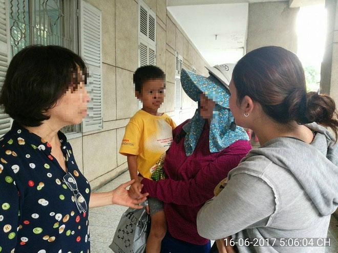 Vụ hai đứa trẻ bị bỏ rơi: Bất ngờ người dưng đến nhận - 1