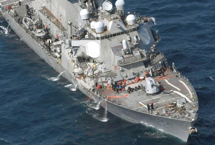Va tàu hàng, tàu khu trục Mỹ hỏng nặng, thủy thủ bị thương - 1