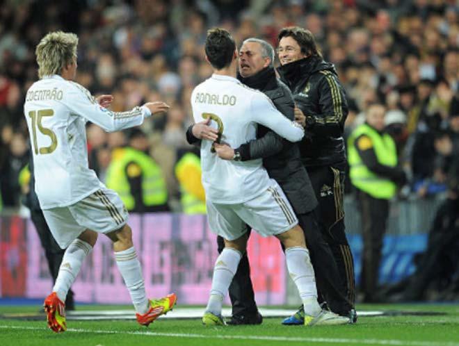 Ronaldo đòi rời Real: Về MU để trở lại đỉnh cao Ngoại hạng - 2