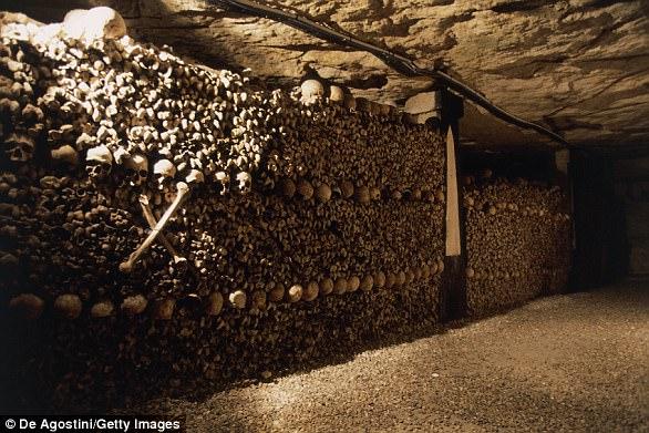 2 thiếu niên Pháp lạc 3 ngày dưới hầm mộ có 6 triệu hài cốt - 1