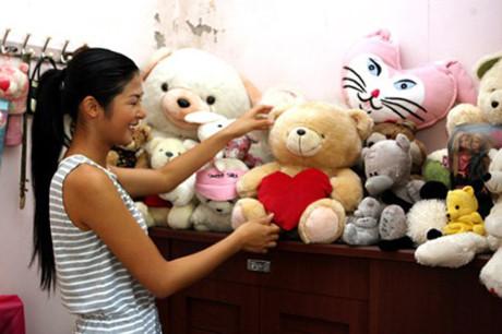 Hoa hậu Mỹ Linh, Thu Thảo cát-xê cao ngất vẫn ở nhà tập thể, căn hộ đơn sơ - 12