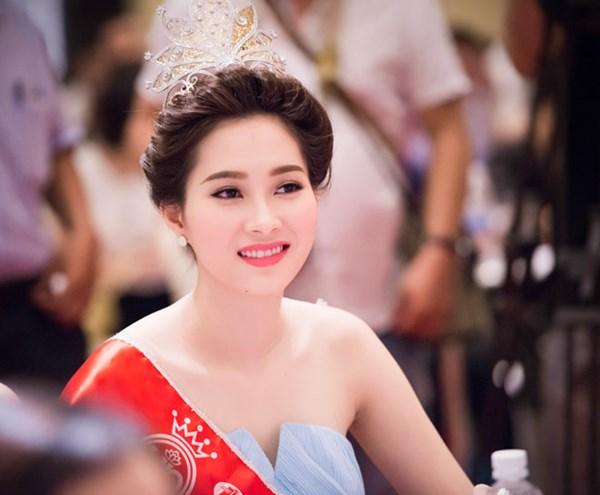 Hoa hậu Mỹ Linh, Thu Thảo cát-xê cao ngất vẫn ở nhà tập thể, căn hộ đơn sơ - 13