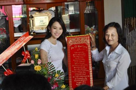 Hoa hậu Mỹ Linh, Thu Thảo cát-xê cao ngất vẫn ở nhà tập thể, căn hộ đơn sơ - 14