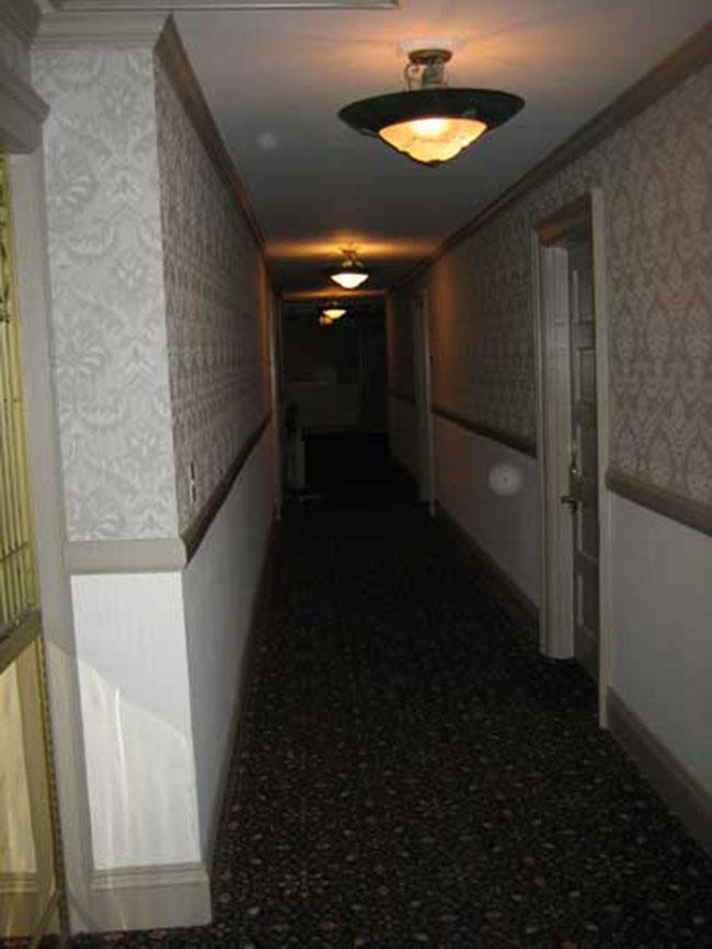 Bí mật bên trong khách sạn ma ám kỳ quái nhất nước Mỹ - 7