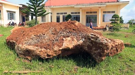 'Sung công' tảng đá bán quý khổng lồ ở Lâm Đồng - 1