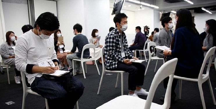 Muốn hẹn hò, nam thanh nữ tú Nhật Bản phải bịt kín mặt - 1