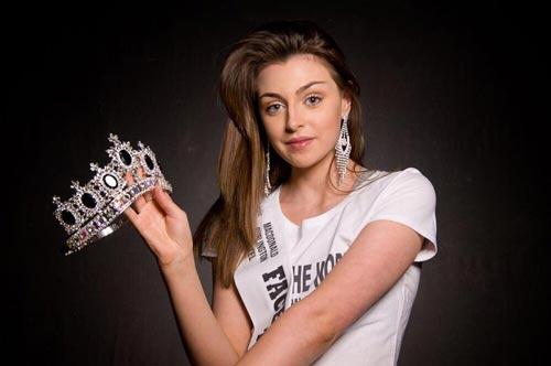 Cuộc thi hoa hậu bị la ó vì thí sinh ăn mặc thiếu nghiêm túc - 4