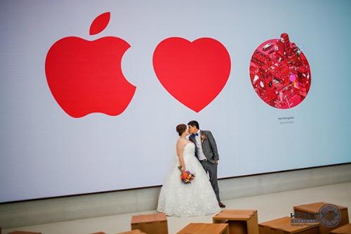 Apple Store ở Singapore biến thành… studio chụp ảnh cưới - 1