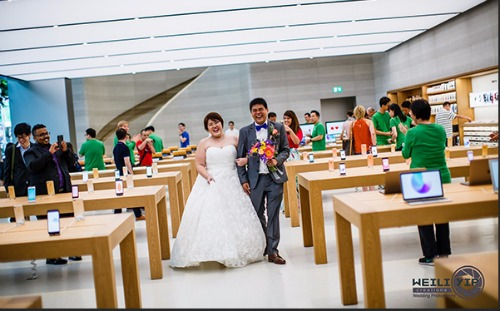 Apple Store ở Singapore biến thành… studio chụp ảnh cưới - 2