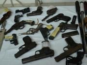 An ninh Xã hội - Bắt đối tượng tàng trữ cả kho vũ khí quân dụng trái phép